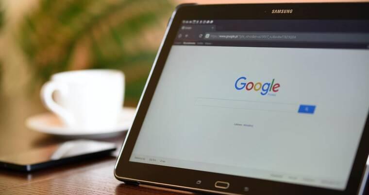 如何使用谷歌找人
